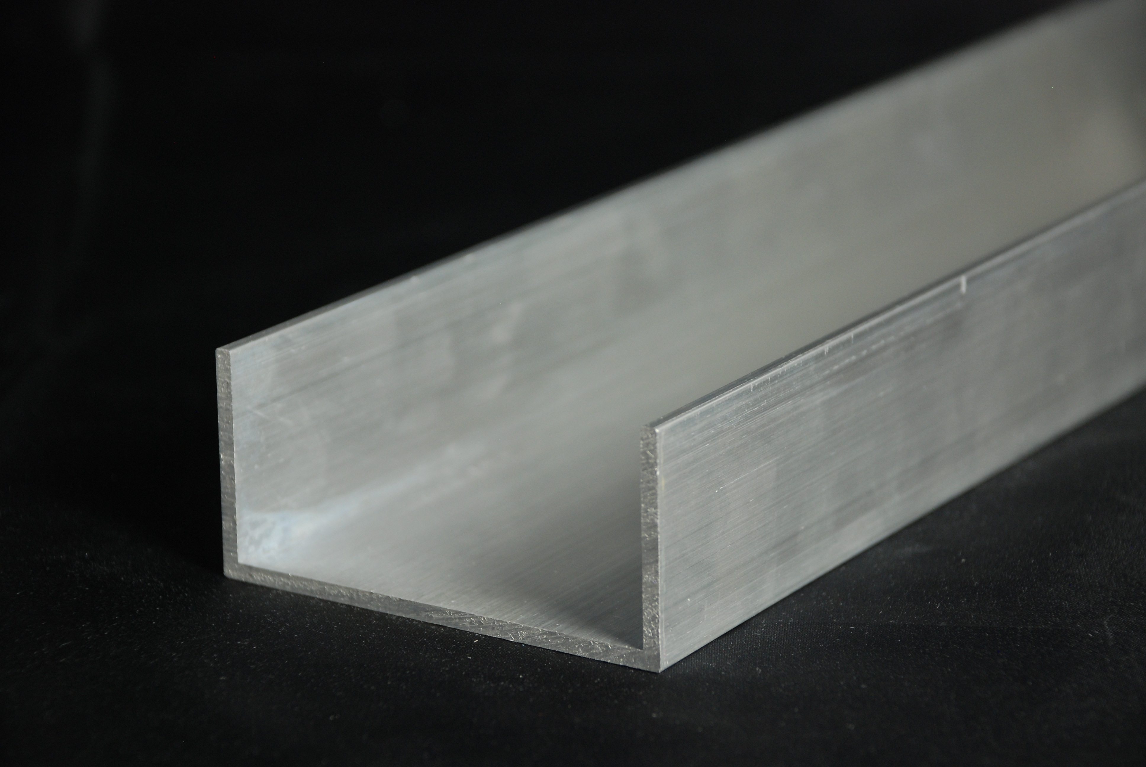 IBL Metallhandel & Sägeservice GmbH | Aluminium-U-Profil